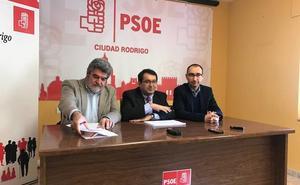 El PSOE critica que viajar en tren sea una «utopía» en la comarca y reclama mejoras en la conexión