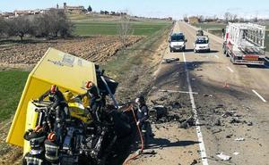 Dos fallecidos en el choque de un camión y una furgoneta en la N-601, en León