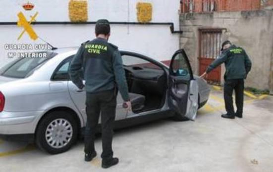 Detenido por conducir sin carné y simular el robo de su coche