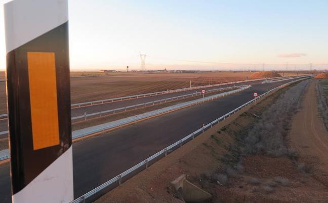 De la Serna anuncia la puesta en servicio en verano del tramo de la A-60 entre León y Santas Martas