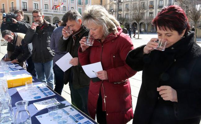 Segovia hace una cata a ciegas de agua... y queda segunda
