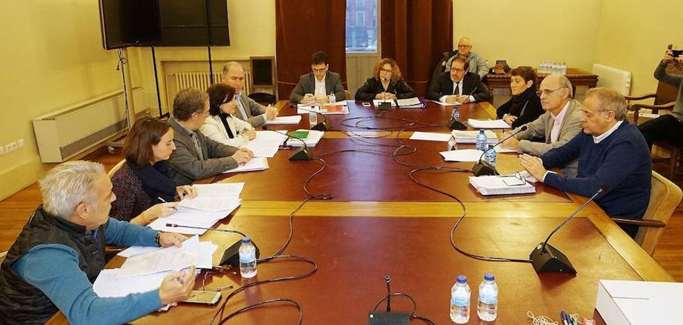 La comisión sobre el soterramiento pedirá que León de la Riva comparezca el 19 de abril