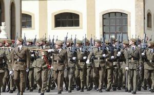 El PSOE pide salidas para los 865 militares forzados a abandonar el Ejército