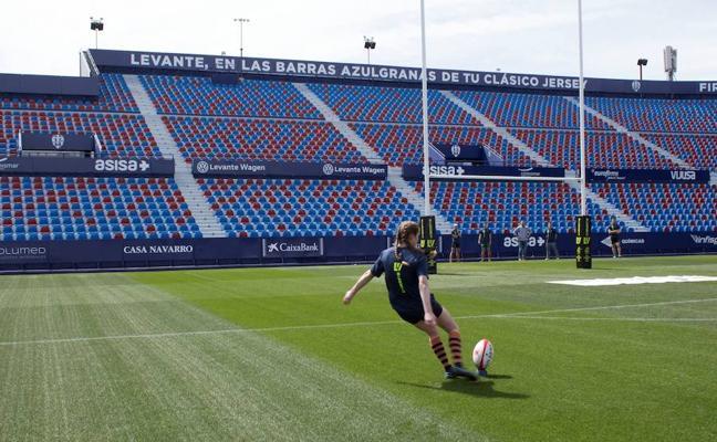 El Estadio del Levante ya luce los palos de la final de Copa