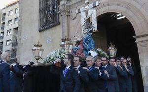 El rezo de los dolores de la Virgen inicia la Pasión