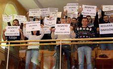 La Policía Local interrumpe el pleno y exige la dimisión de Reguera