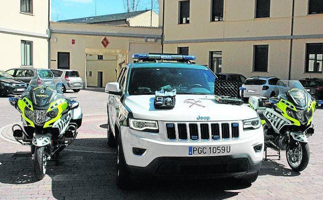 Las nuevas patrullas de la Guardia Civil llevan etilómetro y lector de drogas portátil