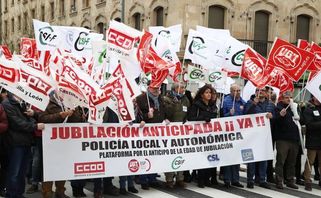 Los policías locales se movilizan para pedir la jubilación anticipada