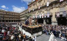 Jesús hace su entrada triunfal en la plaza de Anaya en la mañana del Domingo de Ramos