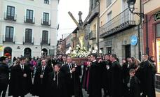 El Cristo del Amparo desfila por las calles de Carrión de los Condes