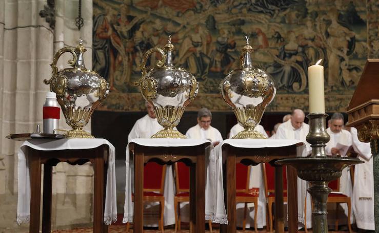 Misa Crismal en la catedral de Palencia