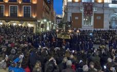 El Nazareno reza el Vía Crucis acompañado por la Guardia Civil con motivo de sus bodas de plata como cofrades de honor