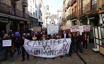 Vecinos de El Cerro y pueblos cercanos protestan por el cierre de la carretera de Peñacaballera
