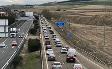 El tráfico denso dificulta la salida de Valladolid a partir del kilómetro 134 de la A-62