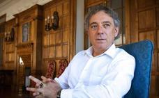 Juan Carlos Mestre, premio Castilla y León de las Letras, se lo dedica a «los olvidados en las cunetas»