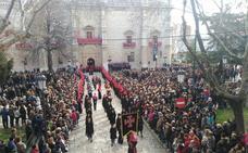 Miles de personas acompañan al Cristo de la Luz en la primera procesión del Jueves Santo en Valladolid
