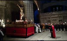 Los Cristos de Medinaceli y de las Murallas 'bailaron' anoche en la catedral, ante la esporádica e intensa nevada
