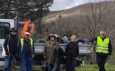 Recogen un camión de basura contaminante en 3 kilómetros de carretera en Mogarraz
