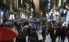 La lluvia y el frío empañan los desfiles penitenciales de la Semana Santa