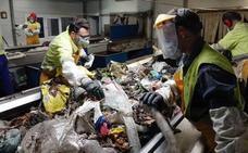 Detenidos el abuelo y los padres de un bebé en Granada por tirarlo a la basura tras nacer