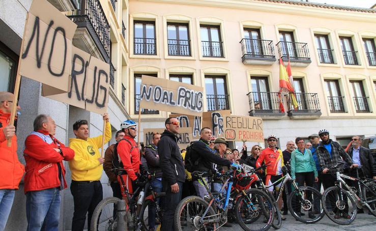 Los ciclistas en pie de guerra contra las restricciones en Guadarrama