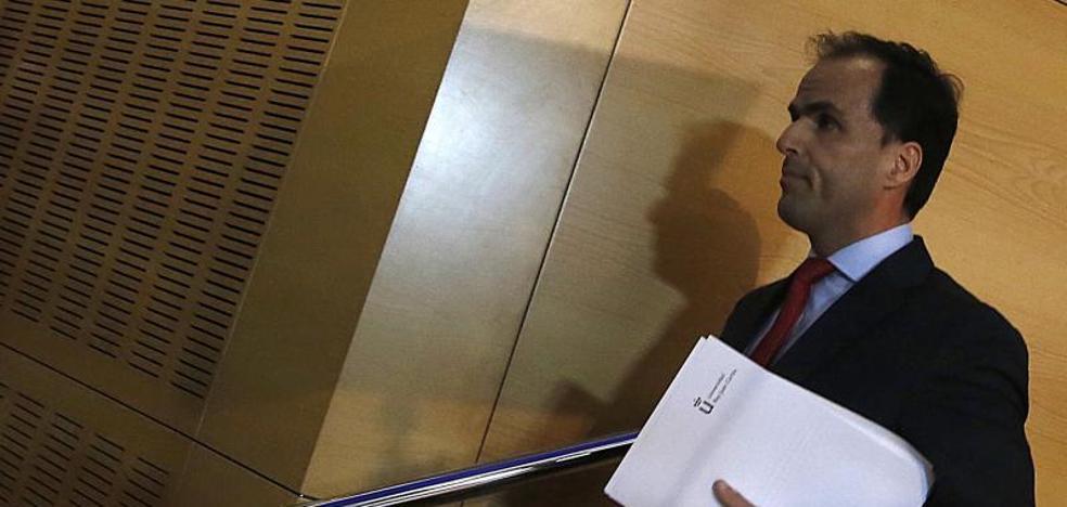 El rector de la Rey Juan Carlos reconoce que «no hay constancia» de que Cifuentes defendiera su TFM