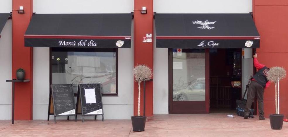 Desvalijan dos bares en San Cristóbal y embisten a una patrulla de la Policía Municipal