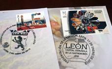 Correos acuerda emitir un sello dedicado en exclusiva a la Catedral de León