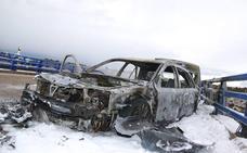 Una gran granizada deja dos brutales accidentes con dos vehículos calcinados en la A-66 y cinco personas heridas