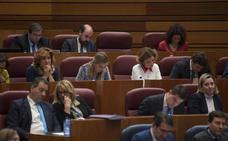 El Pleno de las Cortes ratifica la reversión de la ley que obligaba a las gasolineras a tener empleados