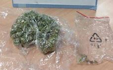 Comete una infracción en Valladolid y cuando la Policía le detiene descubren marihuana en el vehículo