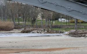 El Ayuntamiento acometerá la «restauración inmediata» de la pesquera del río Tormes