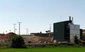 La biomasa calienta ya las viviendas de un centenar de vecinos de Cuéllar