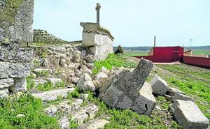 Velliza lanza un SOS para frenar el deterioro de la iglesia y de la ermita