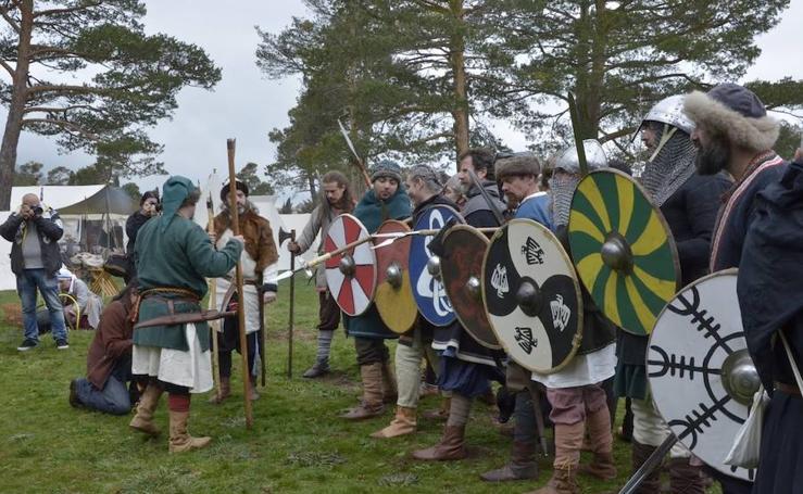 Escenificación de una batalla entre tropas hispanas y vikingas en El Espinar
