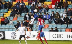 El Salmantino sigue con otro trascendental partido en el Helmántico en su lucha por el play-off