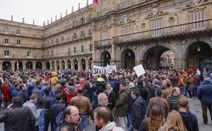 Más de 300 cazadores defienden su «forma de vida» en la Plaza Mayor
