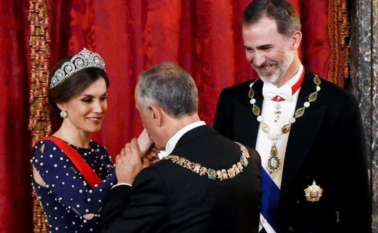 Letizia estrena tiara y vestido