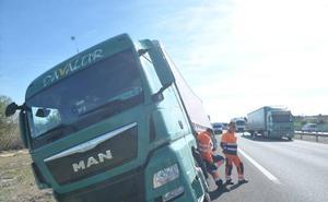Herido un camionero tras un accidente en la A-62 antes de Simancas