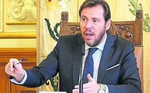 Puente tilda de «panda de indecentes» al PP por dudar de su máster y les acusa de «enmierdar»