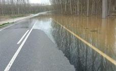 Las crecidas cortan la carretera de Carbonero de Ahusín a la CL-605