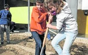 Escolares de Renedo crean un huerto escolar educativo