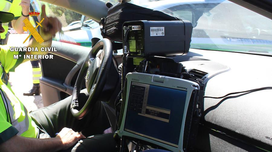 Investigan a un hombre que conducía a 141 km/h en un tramo de 50 y con un menor a bordo