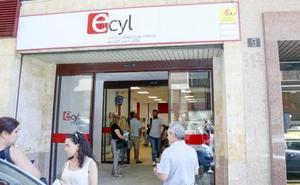 Los beneficiarios de prestaciones por desempleo caen en Castilla y León 16 veces más que el paro
