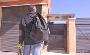 Sareb ofrece a inquilinos de un edificio de Arroyo negociar rentas y la posible compra de los pisos