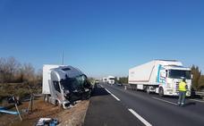 El vuelco de un trailer obliga a cortar un carril de la A-62 a la altura de Cabezón de Pisuerga