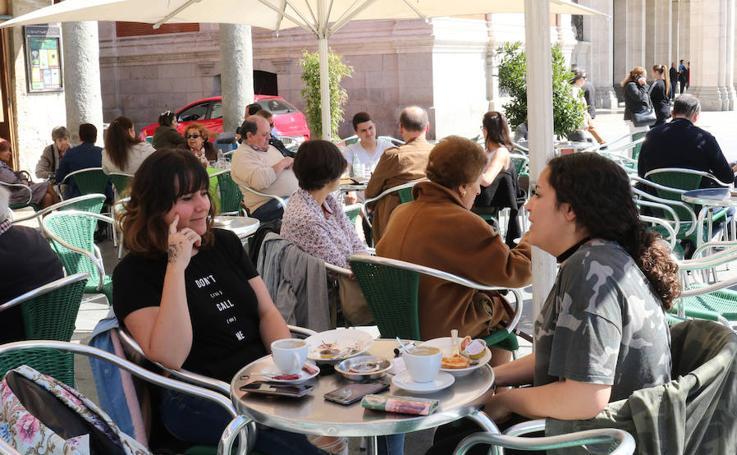 El calor privameral reaviva a las terrazas de Valladolid