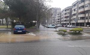 Cortada al tráfico la calle Barbecho entre Arado y Mieses para la reparación de la fuga de agua