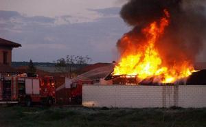 Un incendio destruye por completo una vivienda en Íscar