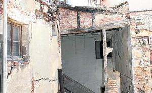 Concluye el apuntalamiento del edificio de la antigua relojería Barrio tras el derrumbe